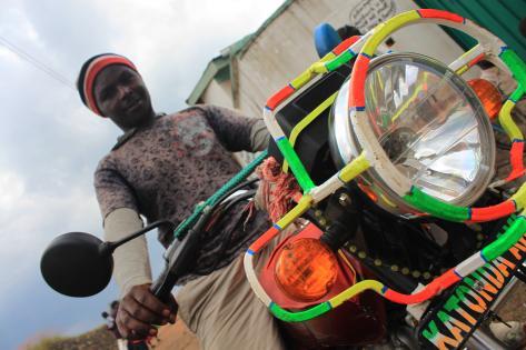 Boda boda-chauffør i Kisoro. Foto af Lisbeth Kristine Olesen