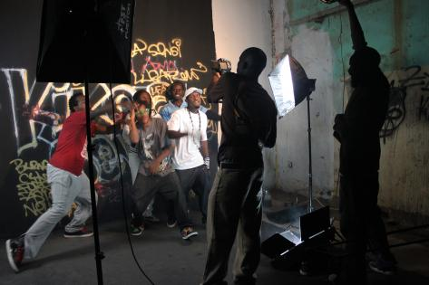 Rapgruppen Luga Flow Army optager musikvideo til deres sang 'Kikola Sense'. Foto af Lisbeth Kristine Olesen